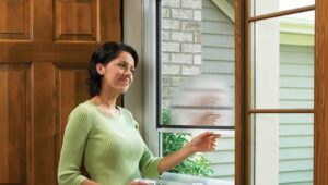 Why are people using retractable screen doors in their homes?